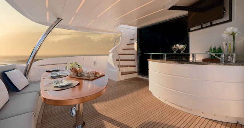 Horizon E88 Aft Deck