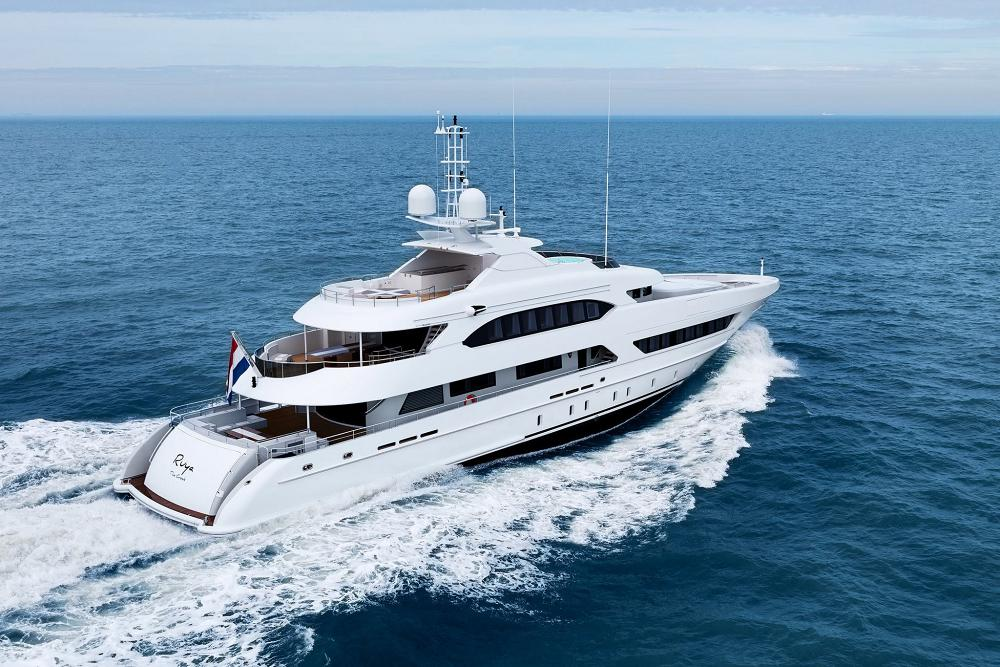 141 Motor Yacht