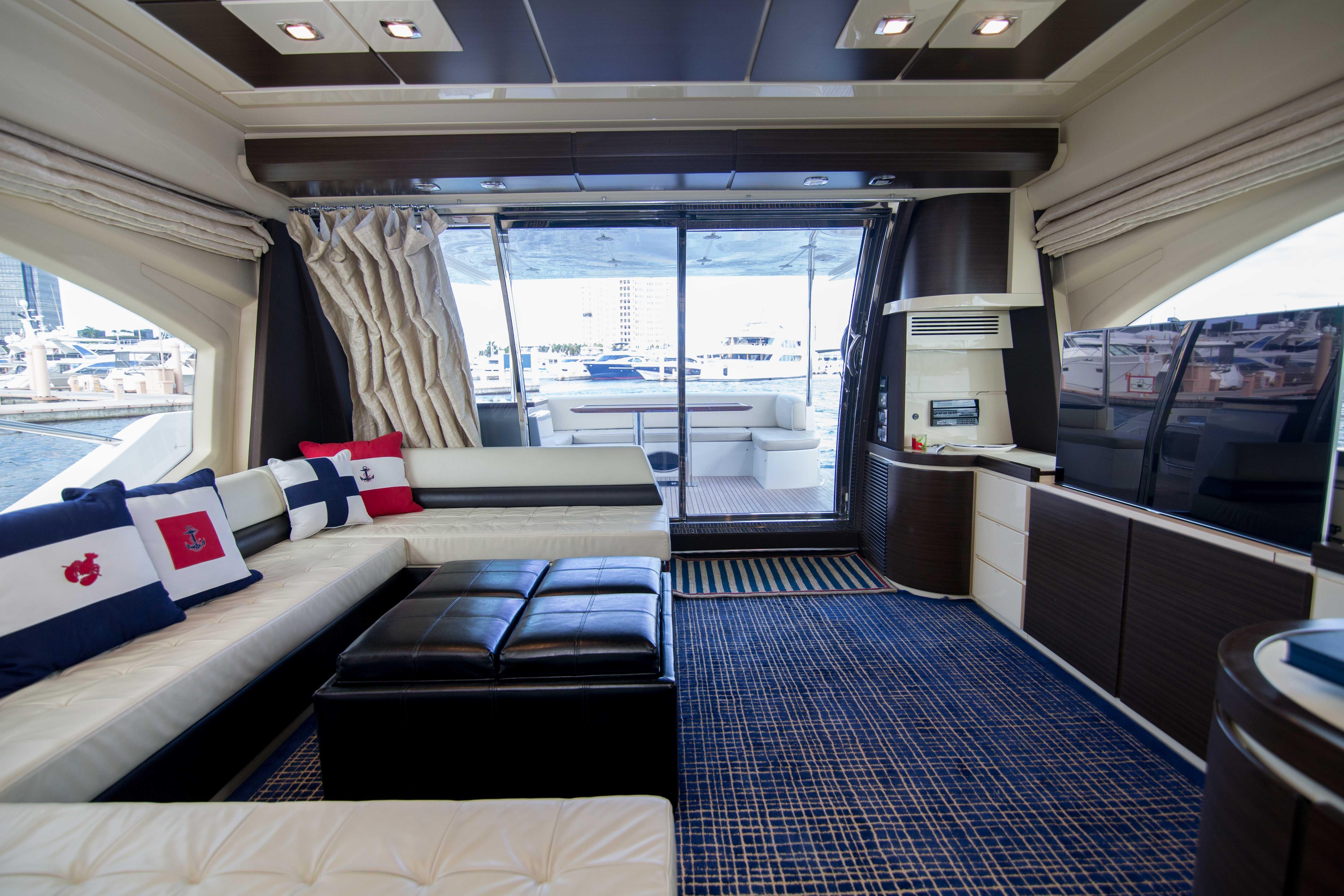 Image 2710: 2014 Azimut 70 Flybridge Motor Yacht Wine Knot 2