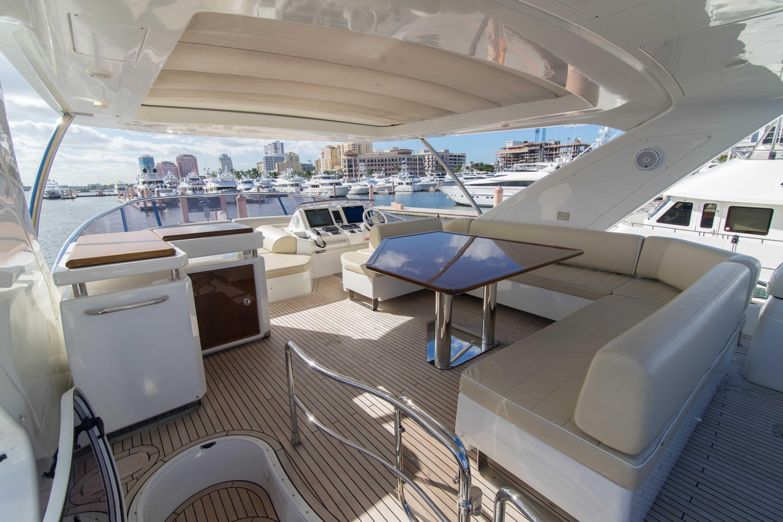 Image 2712: 2014 Azimut 70 Flybridge Motor Yacht Wine Knot 4