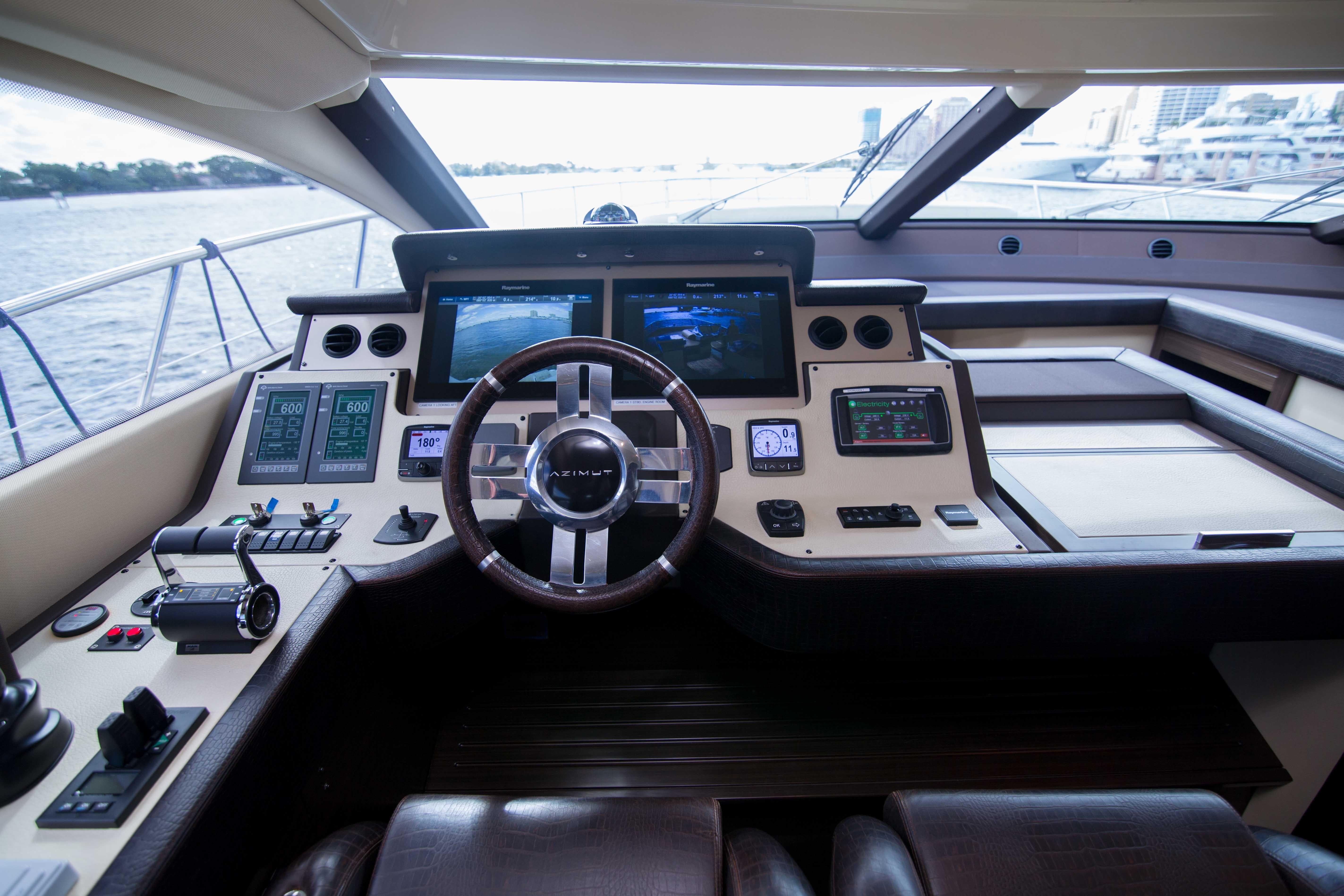 Image 2713: 2014 Azimut 70 Flybridge Motor Yacht Wine Knot 5