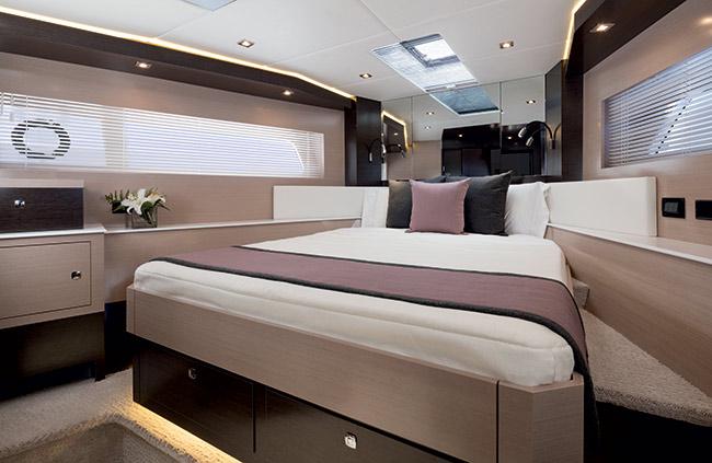 60 Flybridge VIP stateroom