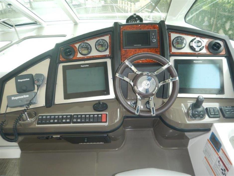 Cruisers 54 helm station