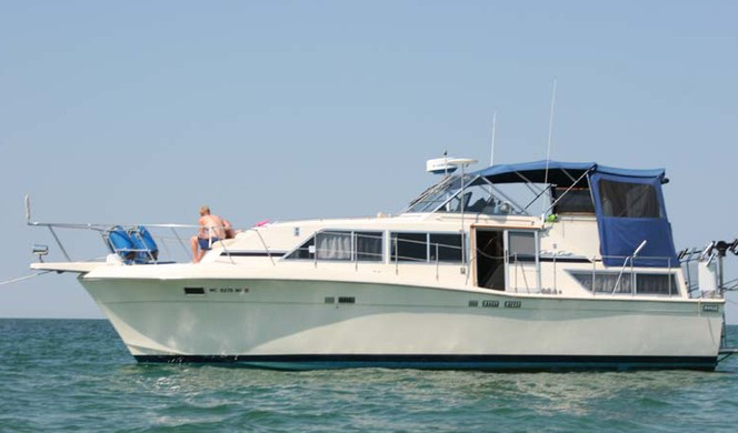 Chris Craft 381 Catalina